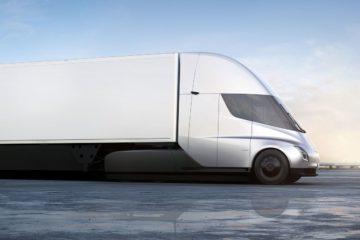 Tesla semi truck il camion con motore elettrico e autopilota