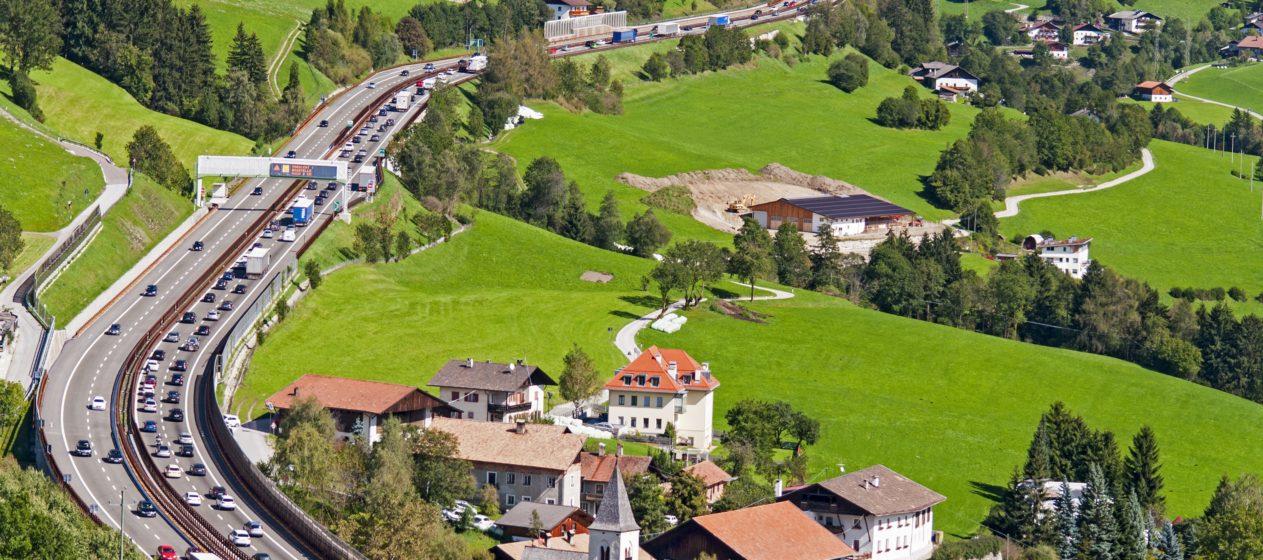 Veicoli circolanti sull'autostrada del Brennero.