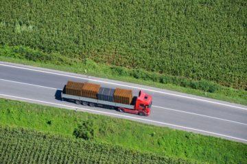 camion circola strada friuli