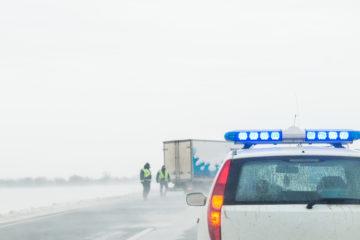 controllo su strada per camion con merci pericolose
