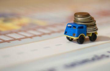 mini camion trasporta denaro