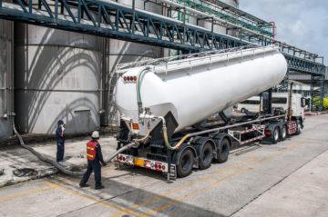 camion rifornimento gasolio