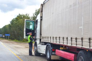 camionista fermato controllo stradale sanzione
