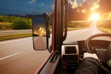 mani su volante camion adas