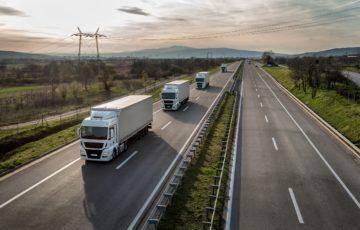 camion elettrici su strada mercedes benz