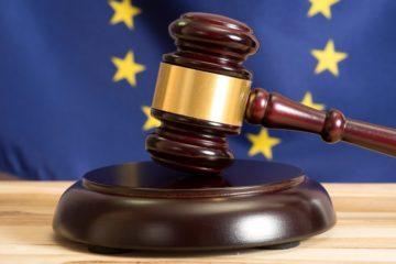 martello tribunale con bandiera unione europea