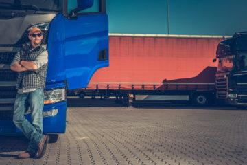camionista con camion guida sicura