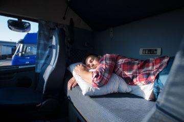 multa riposo in cabina camion