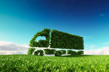 camion verde su prato concetto trasporto ecologico